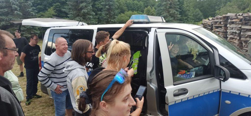 Am Polizei∙wagen
